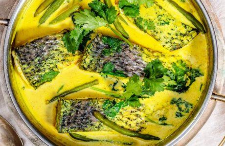 תבשל דגים בחלב קוקוס וכורכום